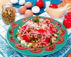 салат-из-помидоров-с-зеленым-горошком