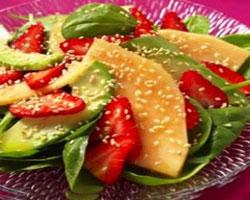 салат-из-дыни-и-клубники