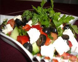салат-из-кальмаров-По-гречески
