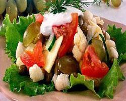 салат-из-цветной-капусты-с-яблоками-и-виноградом