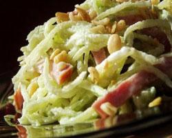 салат-из-картофеля-соленых-огурцов-и-редьки