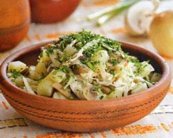 зеленый-салат-с-квашеной-капустой
