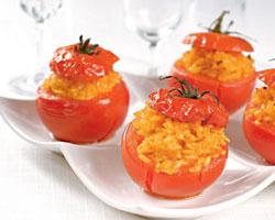 помидоры-фаршированные-рисом-и-яйцами