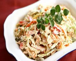 салат-из-копченой-колбасы-с-томатной-пастой