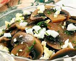 салат-из-шампиньонов-и-яиц